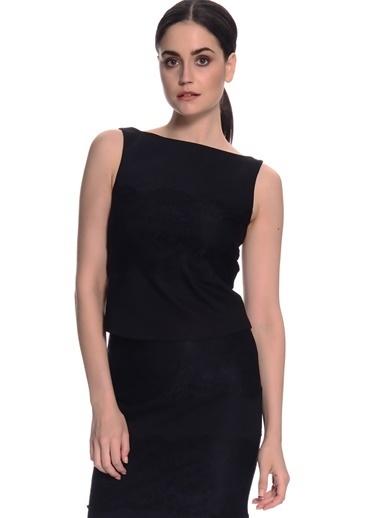 House Of Camellia House Of Camellia 61Ata Straplez Yaka Sıfır Kol Dar Fit Arkadan Fermuar Kapatmalı Kadın Bluz Siyah